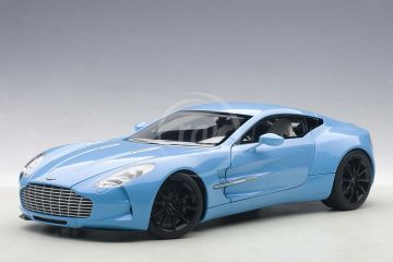 Aston Martin One-77 (TIFFANY KÉK)